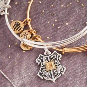 🆕 Hogwarts Crest Bracelet Alex & Ani Harry Potter